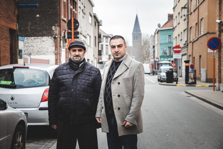 """Remzi Önder en Ramazan Gök: """"Alleen al het stukje Zondernaamstraat tot aan de Dampoortstraat (achteraan) open maken zou veel oplossen""""."""