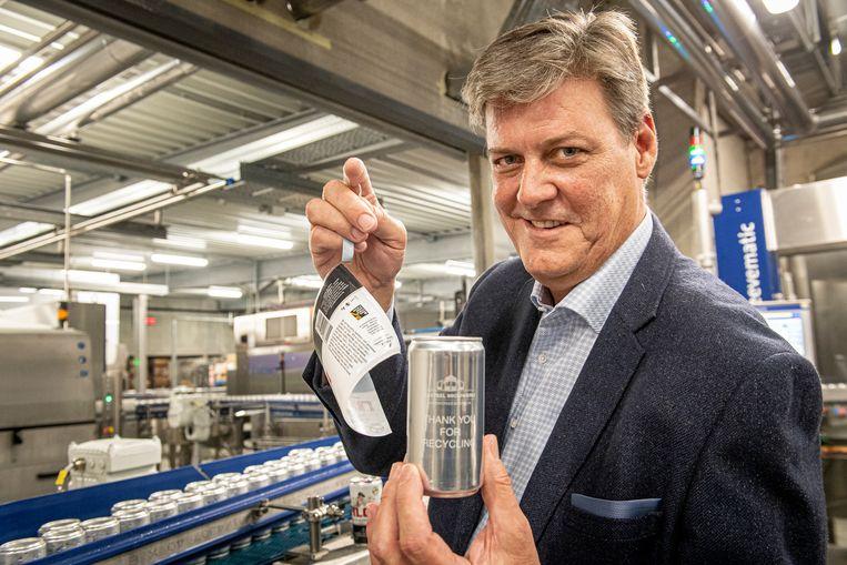 Xavier Vanhonsebrouck met het duurzaam bierblik.