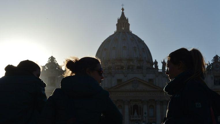 De Sint-Pieter op maandagavond, morgen wordt hier de nieuwe paus geïnaugureerd Beeld afp
