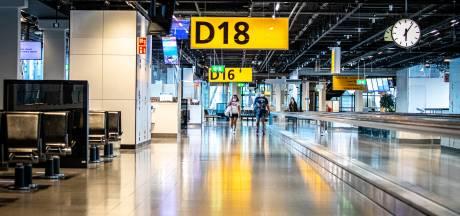 Vijf mensen onwel na openen in beslag genomen koffer Schiphol