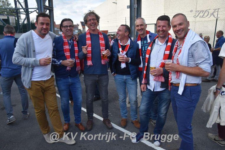 Klaas Vandommele (rechts) is supporter van KVK, net zoals (vlnr) zijn vrienden Hervé Deconinck, Jan Mallisse, Koen Driessens, Fabian Soetaert, Wim Vandeputte en Maarten Vanwalle.