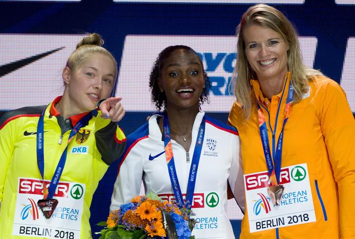 Het EK-podium na de 100 meter. Van links naar rechts: Gina LueckenkemperDina Asher-Smith en Dafne Schippers.