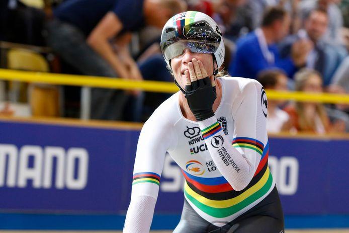Kirsten Wild na haar tweede gouden medaille dit EK.