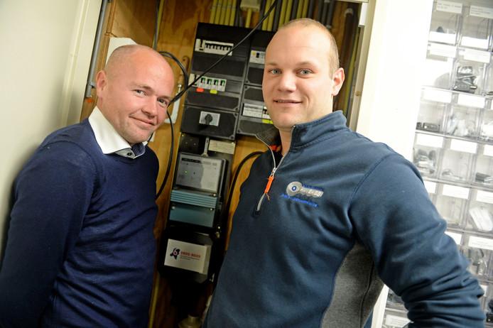 John Wessel (L) van De Nuts Adviseurs, met klant  Roy Wolterink die ten onrechte voor hoge opzegboetes voor opzegging van een energiecontract werd aangeslagen.