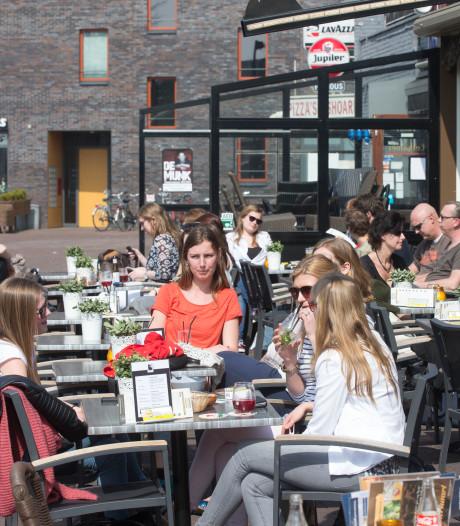 Terrassen Museumplein Ede hebben last van fietsers en scooterrijders