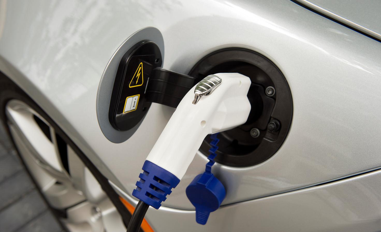 De fiscale subsidiëring van stekkerauto's kost relatief veel geld ten opzichte van de CO2-uitstoot die ermee wordt bespaard.