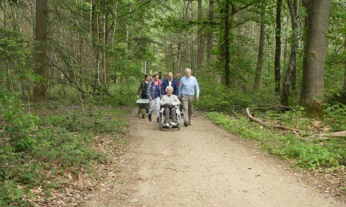 Ook mindervaliden kunnen straks de natuur in op de Mookerheide. Op Heumensoord ligt al een 'familiepad' van 2 kilometer.