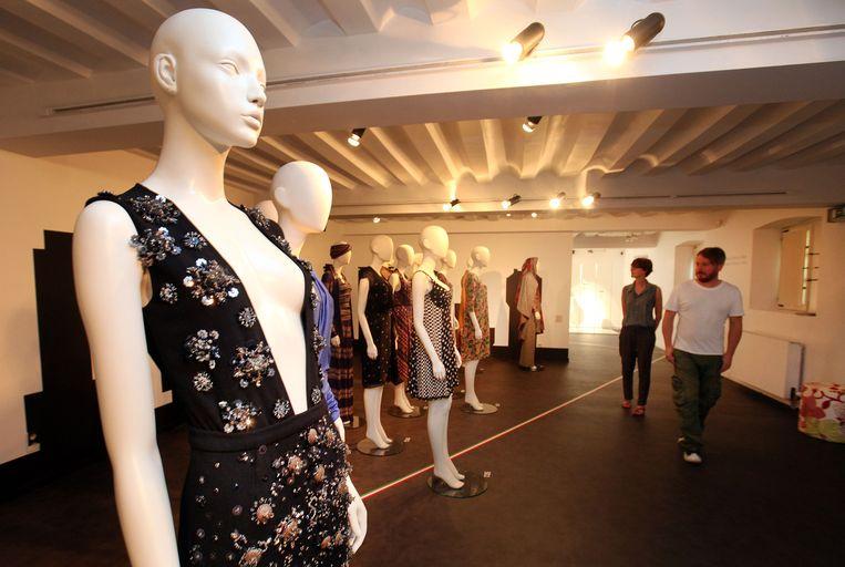 In het Modemuseum wordt voorlopig nog rustig gewandeld, maar binnenkort wordt het tempo er opgedreven, ...