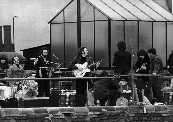 The Beatles tijdens hun legendarische optreden op het dak van de Apple Corps HQ in London op 30 januari 1969.