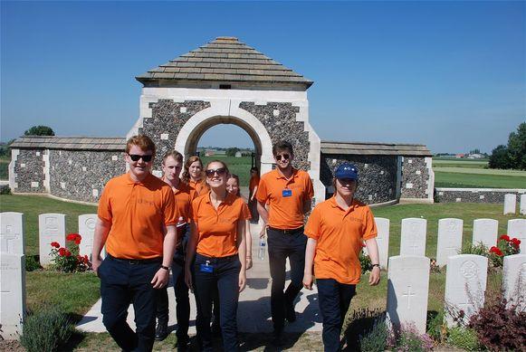 Sinds 2016 hebben 48 gidsen al duizenden bezoekers verwelkomd op Tyne Cot Cemetery & Memorial (België) en Thiepval Memorial in de Somme (Frankrijk).