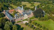 Nieuwe folder gidst je doorheen abdij van Postel