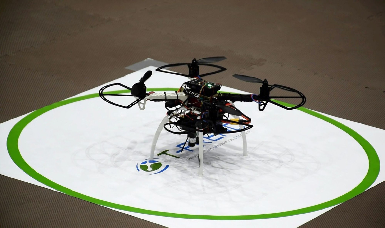 De 'T-Frend'-drone gaat vanaf april overijverige werknemers wegjagen van hun bureau
