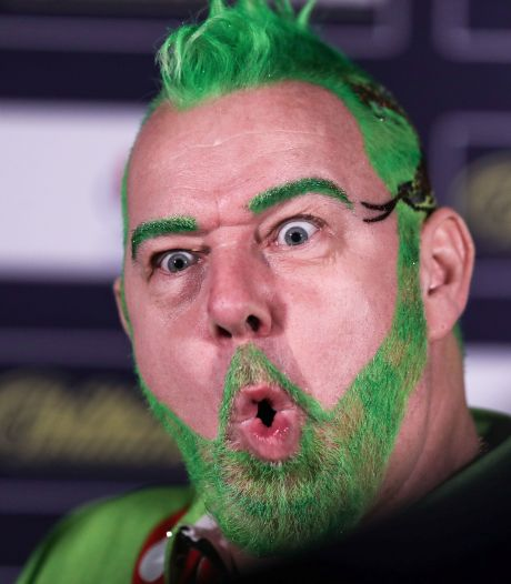 De opmerkelijkste dartsmomenten op het WK: van The Grinch tot 'Aubergenius'