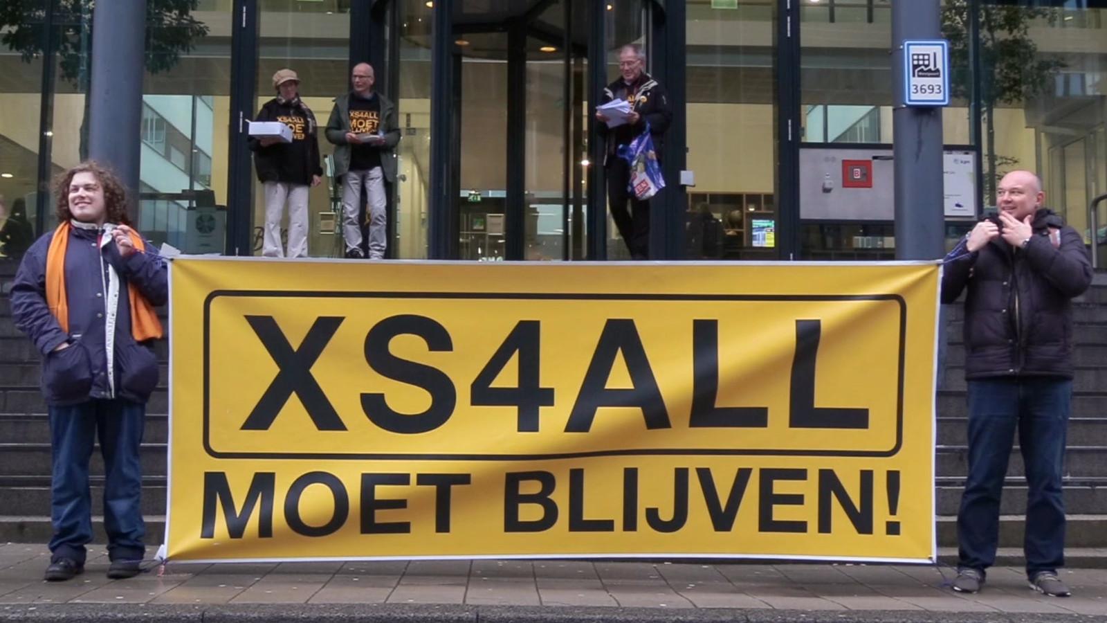 Actiecomité XS4All Moet Blijven demonstreert in februari voor het hoofdkantoor van KPN