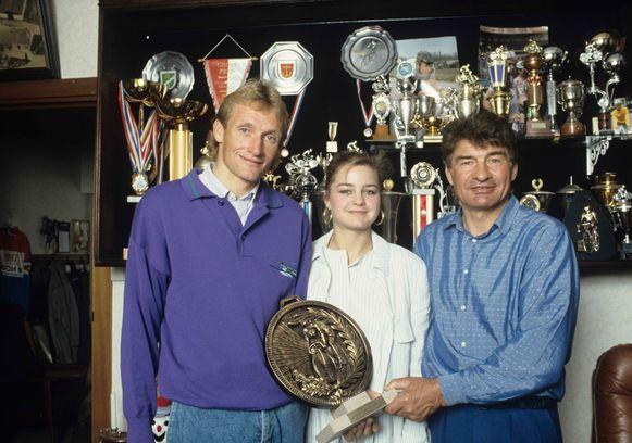 Mei 1988:  Raymond (r) met zijn dochter Corinne en Adrie van der Poel.