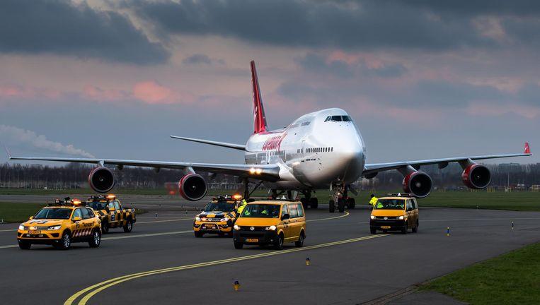 De Boeing 747 tijdens de aankomst op Schiphol. Beeld Corendon
