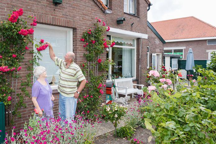 Joop Domburg en Lenie Dissel wonen in een van de huizen in Het Rode Dorp in Alphen is zo'n honderd jaar oud. Pakweg 170 huizen worden gesloopt, daarna volgt nieuwbouw.