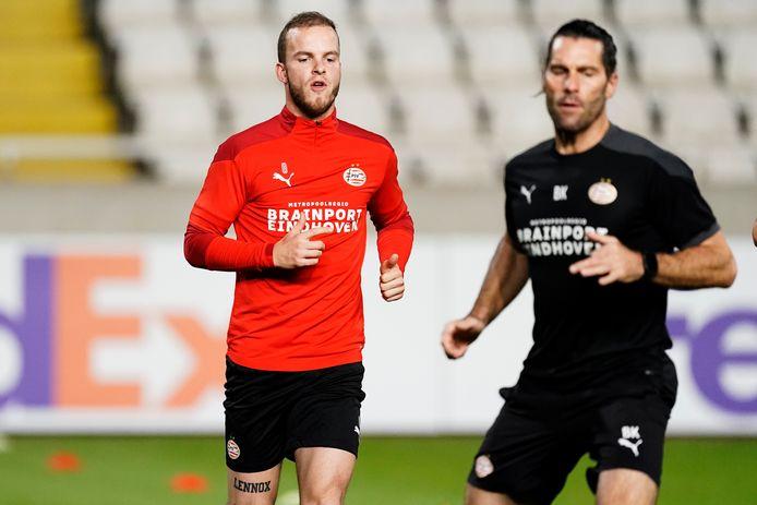 Jorrit Hendrix was een van de vijftien veldspelers van PSV die woensdagavond in Nicosia op het trainingsveld verscheen.