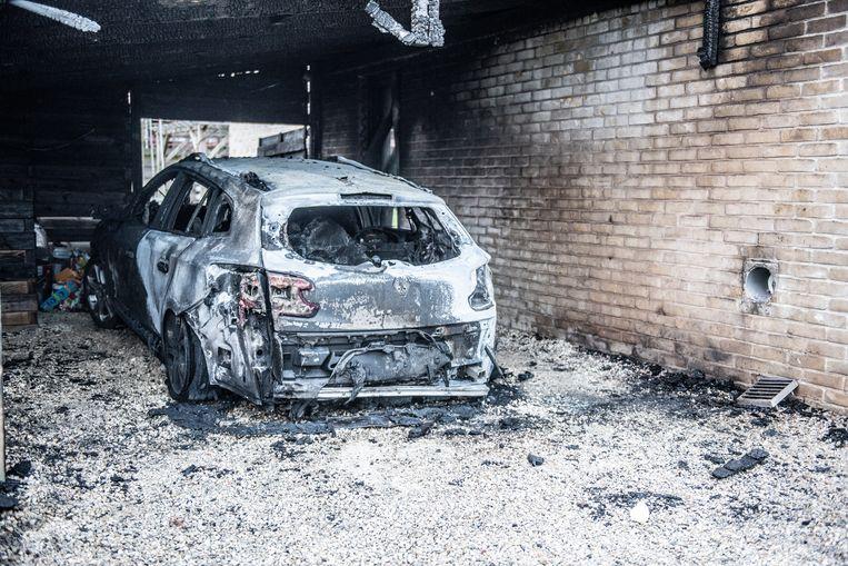 De brand in Eine:  aangestoken door de buurvrouw, zo bleek uit beelden van een bewakingscamera.