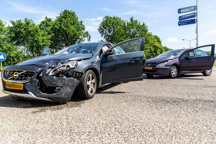 Het ongeval vond plaats op de kruising van de Statendamweg met de Bovensteweg in Oosterhout.