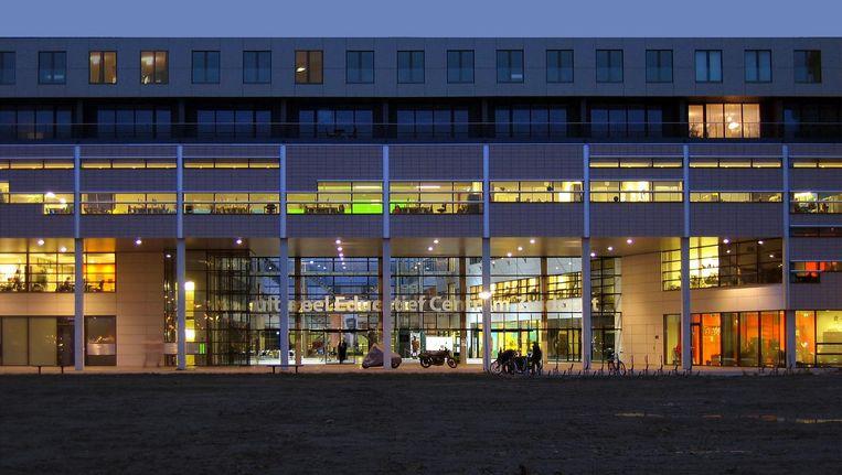 Het CEC-gebouw waarin OBA Ganzenhoef zich gaat vestigen Beeld Unisphere