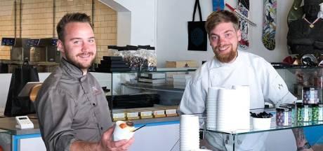 Zoute popcorn, mandarijn met tijm en witte chocolade met perzik: Friandries zet bonbons in ijs om
