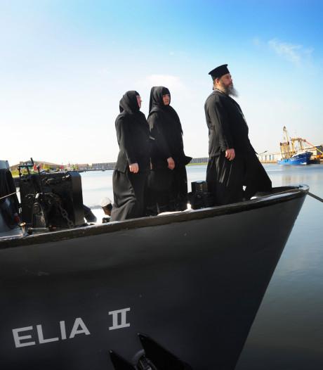 'Kerkschip' moet Vlissingen verlaten, Georgisch-orthodoxe abt en twee zusters zijn verbijsterd