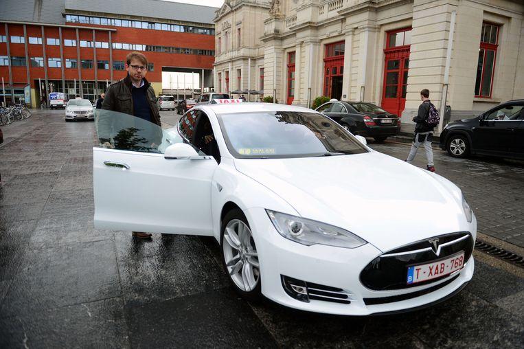 Johan Machtelinckxbij de Tesla.