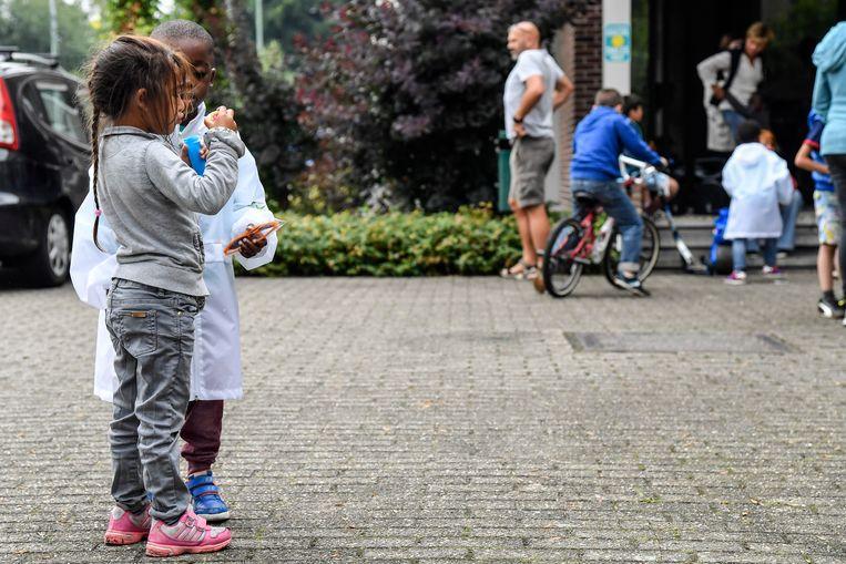 Kinderen op een activiteit van 'Vergeet de kinderen niet', een vzw die zich bezighoudt met kinderarmoede.