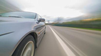 Chauffeur steekt met 160 per uur politiewagen voorbij op N44: man krijgt rijverbod