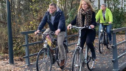"""Veilige fietsverbinding tussen Hallebaan en Moerdreef ingehuldigd: """"Niet meer via moordstrookje op Antwerpsesteenweg"""""""