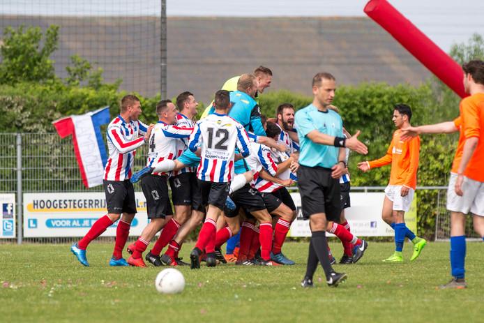 Krabbendijke werd afgelopen seizoen kampioen in de derde klasse en is ook in de tweede klasse goed aan het seizoen begonnen.