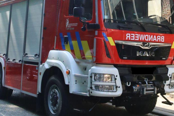 De brandweer ging ter plaatse om de rijweg olievrij te maken.