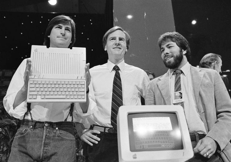 Steve Jobs (links) en Steve Wozniak (rechts) op een foto van 24 april 1984.