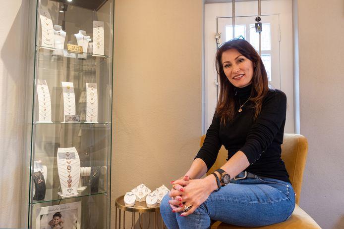 Denise Deniz na de overval op haar trouwringenboetiek: 'Het is vreselijk om te zien dat iemand je spullen afpakt terwijl je er zelf bij staat.'