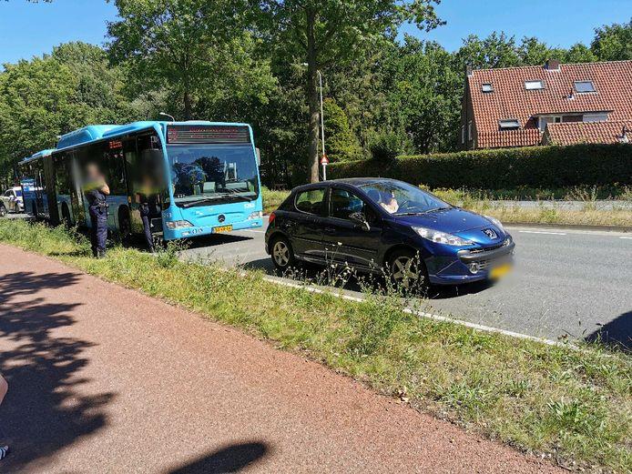 De twee voertuigen kwamen met elkaar in botsing op de Nijenoord Allee.