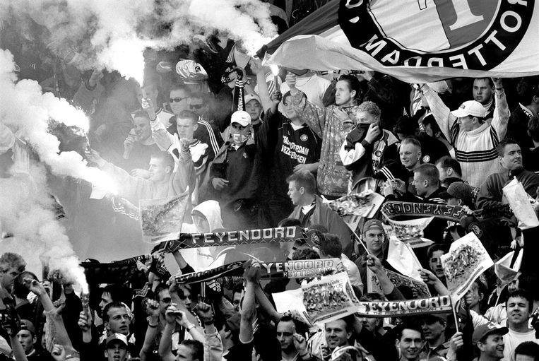 Feyenoord-supporters in de Kuip, toen Feyenoord landskampioen werd in 1999. Beeld anp
