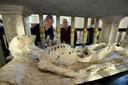 Het marmeren skelet in de Grote Kerk van Vianen.