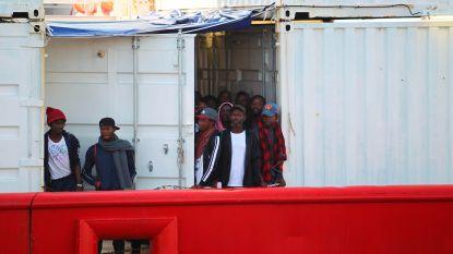 Meer dan 140 geredde migranten wachten op veilige haven om aan wal te komen