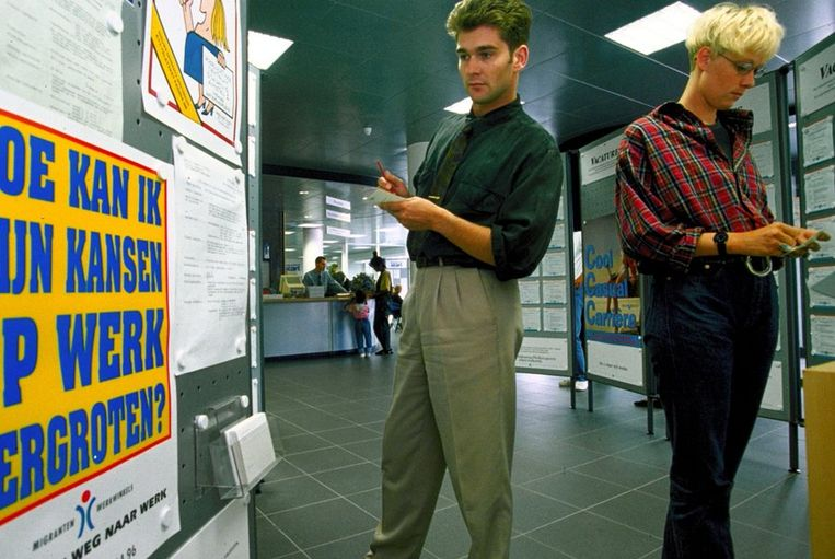 1994: Op zoek naar werk in het Arbeidsbureau.  Beeld ANP