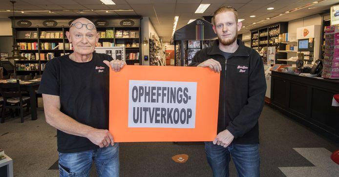 Jeroen Kramer en zoon Pim Kramer na het besluit om te stoppen met de zaak per 1 november.