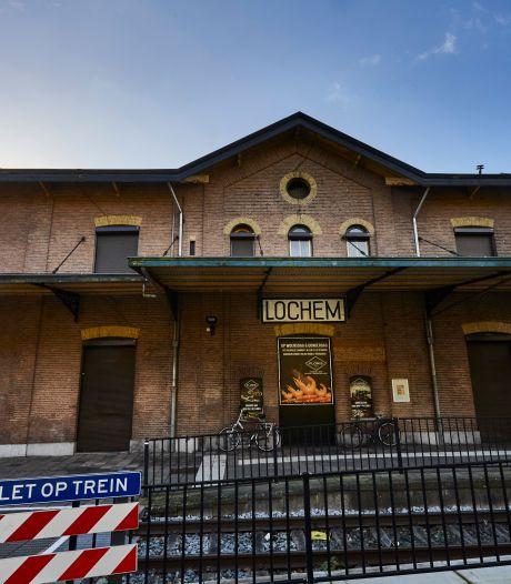 Lochem wil voormalig stationsgebouw Lochem weer oude rol geven, 'maar Brasserie Floris blijft'