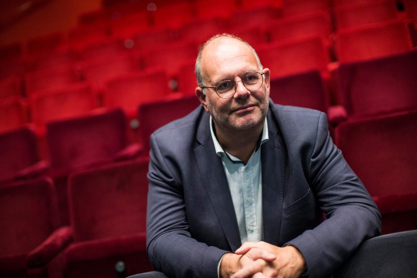 Johan Boonekamp, interim-directeur van Theater Hanzehof, in de theaterzaal van het culturele complex.