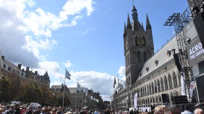 Tienduizend mensen roepen om vrede op 'Peace to the world' in Ieper