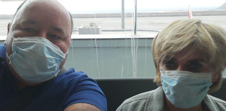 Peter Lyen en Rita Claes kunnen opgelucht ademhalen: zij zijn gisteren veilig geland op Belgische bodem.