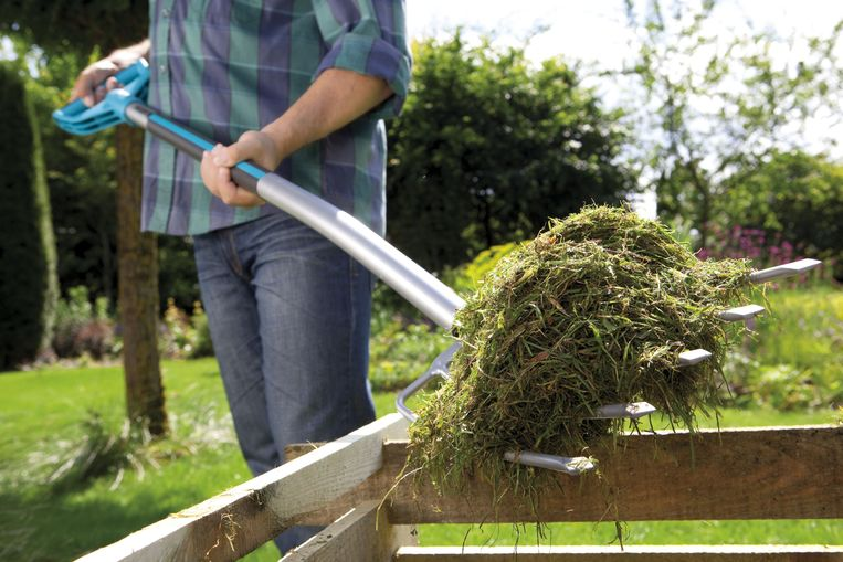 """Composthoop in je tuin: wat mag er wel, en vooral niet op? """"Goede compost stinkt nooit"""""""