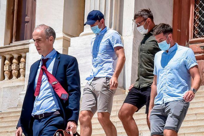 Maguire bij zijn vertrek uit de Griekse gevangenis.