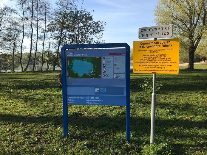 Waarschuwingsborden bij de Meerse Plas in Den Dungen.