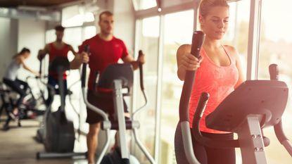 Van naakt rondlopen tot te luide muziek: onze grootste ergernissen in de fitness