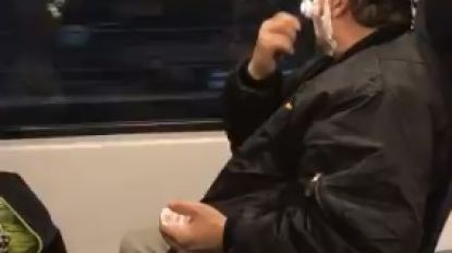 VIDEO. Reiziger filmt vol ongeloof hoe man zich plots begint te scheren op volle trein
